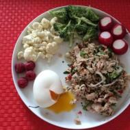 Mas humi med smilende æg, grøntsager og bær