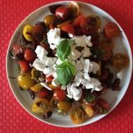 Tomatsalat med stegt chorizopølse og gedeost